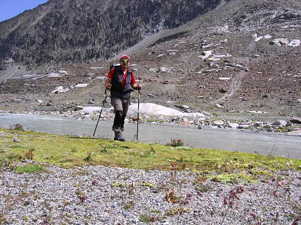 Foto: Andreas Koller / Wander Tour / Von der Franz Senn Hütte in die Wildgratscharte (3170 m) / Gletscherbach oberhalb der Franz Senn Hütte / 08.08.2007 13:43:26
