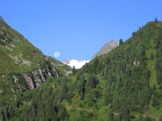 Foto: Andreas Koller / Wander Tour / Über zwei Gletscher auf den Lisenser Fernerkogel (3298 m) / Das Oberbergtal mit der Anstiegsroute zur Franz Senn Hütte / 08.08.2007 14:19:39