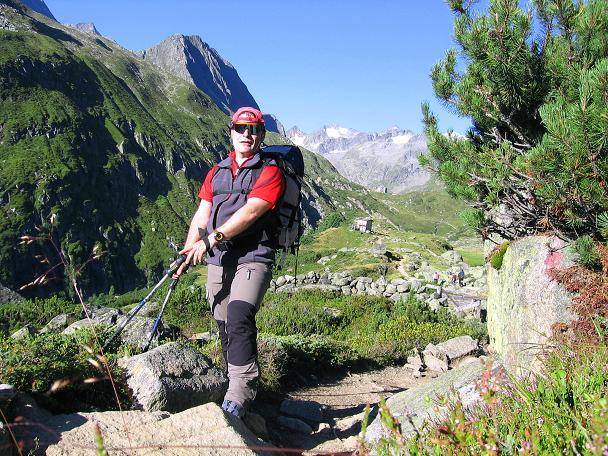 Foto: Andreas Koller / Wander Tour / Über zwei Gletscher auf den Lisenser Fernerkogel (3298 m) / Im Anstieg zur Franz Senn Hütte / 08.08.2007 14:19:02