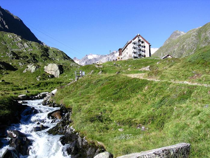 Foto: Andreas Koller / Wander Tour / Über zwei Gletscher auf den Lisenser Fernerkogel (3298 m) / Die letzten Höhenmeter zur Franz Senn Hütte / 08.08.2007 14:18:42