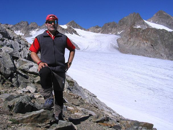 Foto: Andreas Koller / Wander Tour / Über zwei Gletscher auf den Lisenser Fernerkogel (3298 m) / Blick vom Rinnennieder auf den Lisenser Fernerkogel / 08.08.2007 14:16:30