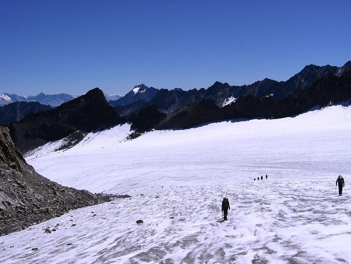 Foto: Andreas Koller / Wander Tour / Über zwei Gletscher auf den Lisenser Fernerkogel (3298 m) / Querung des Lisenser Ferner / 08.08.2007 14:15:10