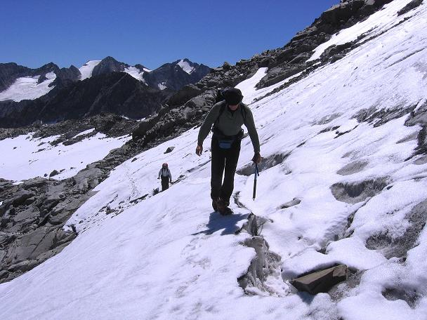 Foto: Andreas Koller / Wander Tour / Über zwei Gletscher auf den Lisenser Fernerkogel (3298 m) / Heikle Querung des Rotgrat Ferner / 08.08.2007 14:14:20
