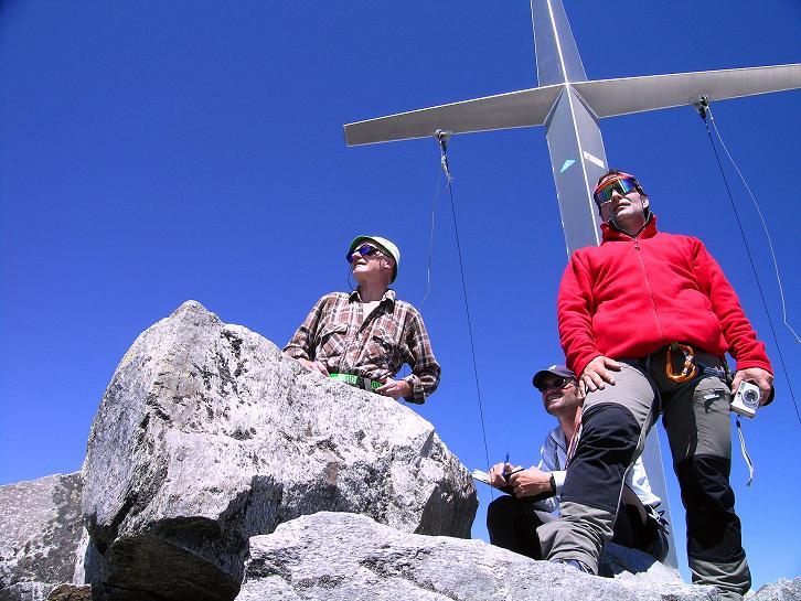 Foto: Andreas Koller / Wander Tour / Über zwei Gletscher auf den Lisenser Fernerkogel (3298 m) / Ein weites Panorama eröffnet sich vom Gipfel des Lisenser Fernerkogel / 08.08.2007 14:12:53