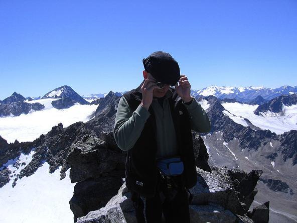 Foto: Andreas Koller / Wander Tour / Über zwei Gletscher auf den Lisenser Fernerkogel (3298 m) / Fernblick nach S / 08.08.2007 14:12:25