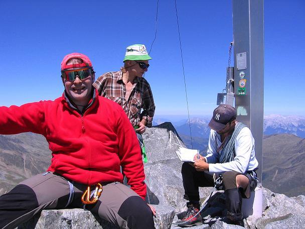 Foto: Andreas Koller / Wander Tour / Über zwei Gletscher auf den Lisenser Fernerkogel (3298 m) / Gipfelfreuden am Lisenser Fernerkogel / 08.08.2007 14:12:08