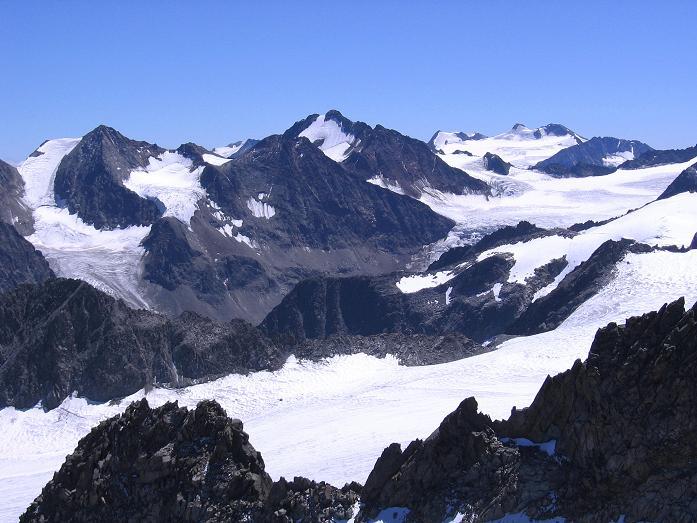 Foto: Andreas Koller / Wander Tour / Über zwei Gletscher auf den Lisenser Fernerkogel (3298 m) / Blick nach SO zum Zuckerhütl (3507 m) / 08.08.2007 14:11:49