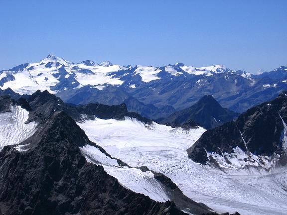 Foto: Andreas Koller / Wander Tour / Über zwei Gletscher auf den Lisenser Fernerkogel (3298 m) / Blick vom Lisenser Fernerkogel auf die Ötztaler Wildspitze (3774 m) / 08.08.2007 14:11:09