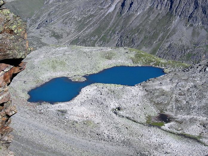 Foto: Andreas Koller / Wander Tour / Über zwei Gletscher auf den Lisenser Fernerkogel (3298 m) / Der Rinnensee vom Rinnennieder / 08.08.2007 14:09:36