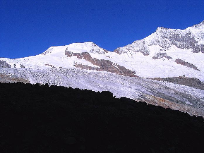 Foto: Andreas Koller / Klettersteig Tour / Klettersteig Mittaghorn (3144m) / Ausblick auf Alphubel (4206 m) und die Mischabelgruppe / 09.08.2007 10:30:32