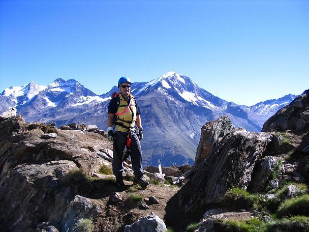 Foto: Andreas Koller / Klettersteig Tour / Klettersteig Mittaghorn (3144m) / Rast mit Blick auf das Fletschhorn (3996 m), Lagginhorn (4010 m) und Weissmies (4023 m) / 09.08.2007 10:28:41