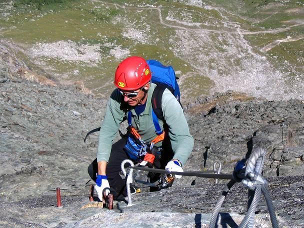 Foto: Andreas Koller / Klettersteig Tour / Klettersteig Mittaghorn (3144m) / Die letzte steile Felsplatte zum Gipfel / 09.08.2007 10:18:50
