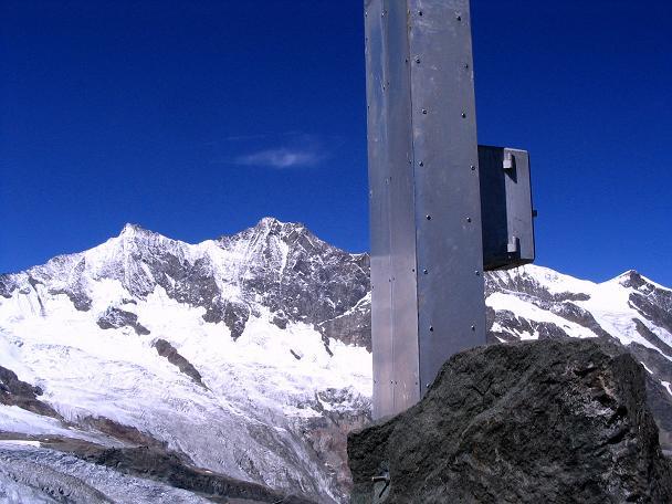 Foto: Andreas Koller / Klettersteig Tour / Klettersteig Mittaghorn (3144m) / Am Mittaghorn mit Blick in die Mischabelgruppe um Täschhorn (4491 m), Dom (4545 m) und Lenzspitze (4294 m) / 09.08.2007 10:17:24