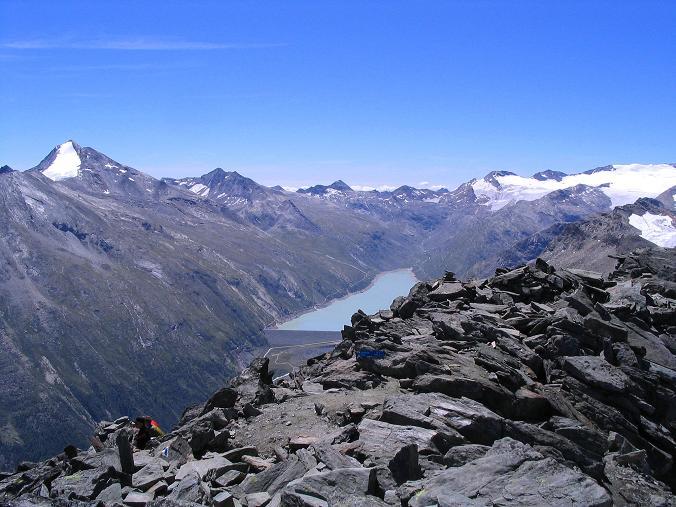 Foto: Andreas Koller / Klettersteig Tour / Klettersteig Mittaghorn (3144m) / Blick vom Gipfel nach S auf das Stellihorn (3436 m) und den Stausee Mattmark / 09.08.2007 10:15:50