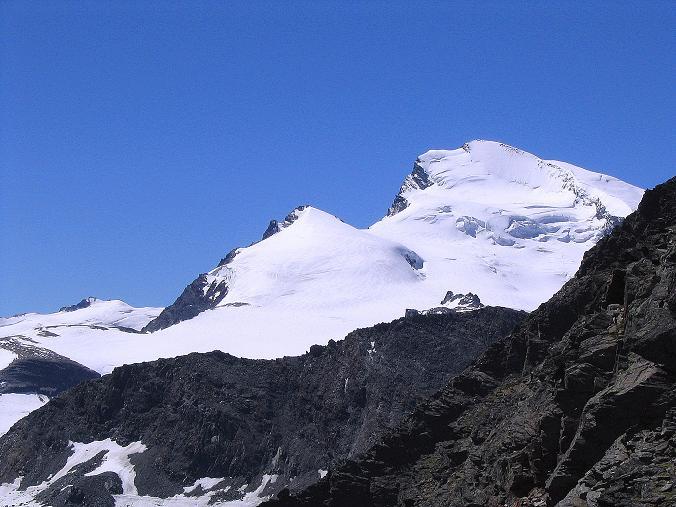 Foto: Andreas Koller / Klettersteig Tour / Klettersteig Mittaghorn (3144m) / Blick vom Gipfel auf Fluchthorn (3791 m) und Strahlhorn (4190 m) / 09.08.2007 10:12:45