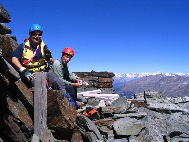 Foto: Andreas Koller / Klettersteig Tour / Klettersteig Mittaghorn (3144m) / Rast am Mittaghorn-Gipfel / 09.08.2007 10:12:01