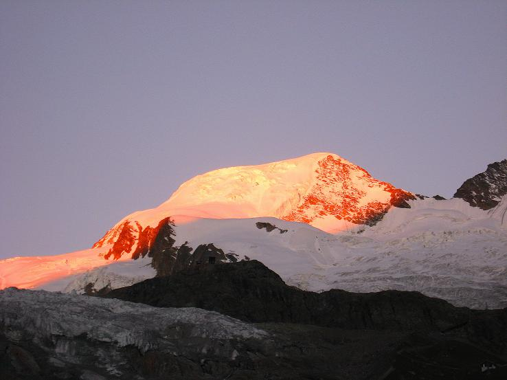 Foto: Andreas Koller / Wander Tour / Alphubel - Überschreitung (4206 m) / Alphubel in der Morgensonne / 09.08.2007 15:50:08