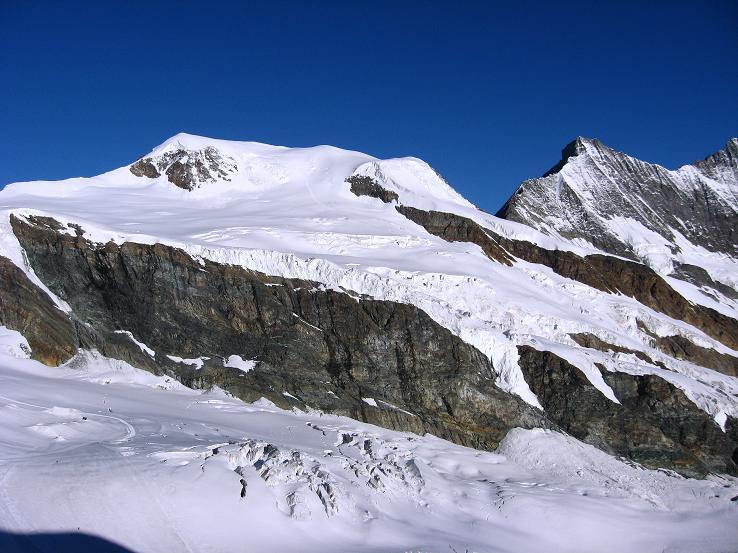 Foto: Andreas Koller / Wander Tour / Alphubel - Überschreitung (4206 m) / Alphubel und Täschhorn (4491 m) / 09.08.2007 15:49:55