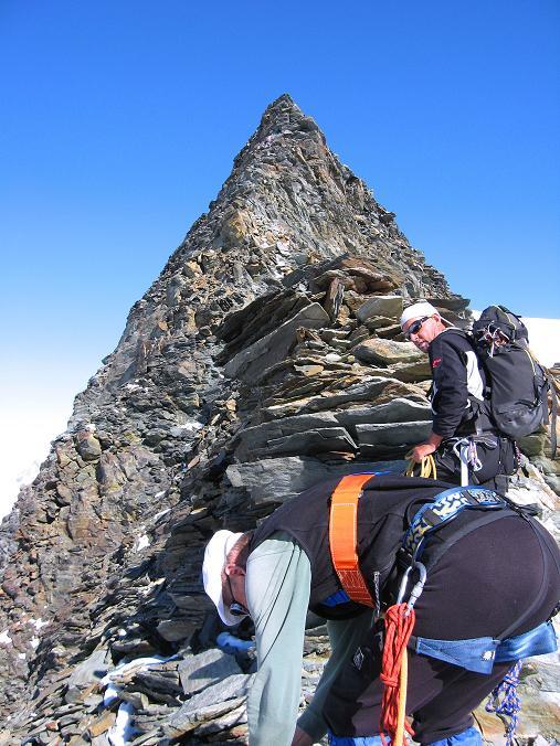Foto: Andreas Koller / Wander Tour / Alphubel - Überschreitung (4206 m) / Der Grat am Feekopf ist steil und ausgesetzt. / 09.08.2007 15:47:40