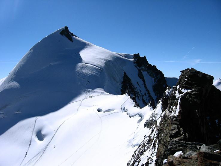 Foto: Andreas Koller / Wander Tour / Alphubel - Überschreitung (4206 m) / Der Fels-/Eisgrat auf den Feekopf gegen Allalinhorn (4027 m) / 09.08.2007 15:47:13