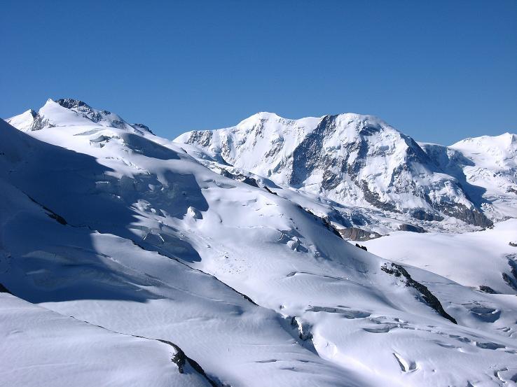 Foto: Andreas Koller / Wander Tour / Alphubel - Überschreitung (4206 m) / Blick vom Feekopf auf das Monte Rosa Massiv (4634 m) und den Lyskamm (4527 m) / 09.08.2007 15:45:29
