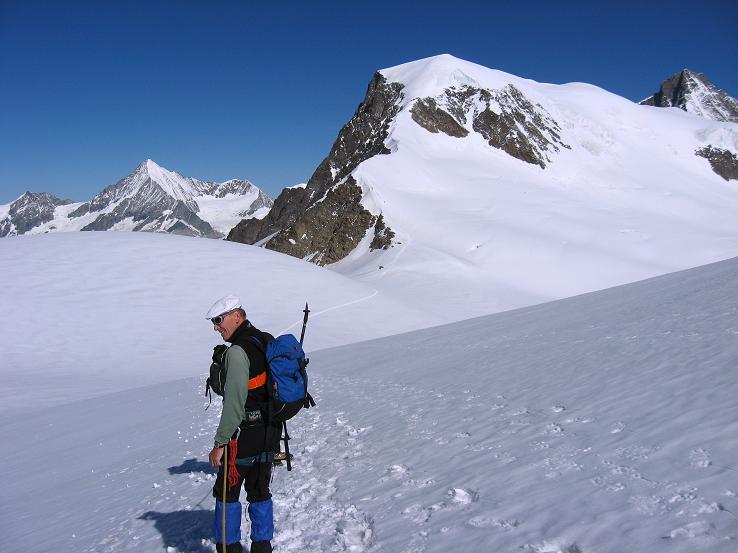 Foto: Andreas Koller / Wander Tour / Alphubel - Überschreitung (4206 m) / Abstieg vom Feekopf in das Alphubeljoch / 09.08.2007 15:44:44
