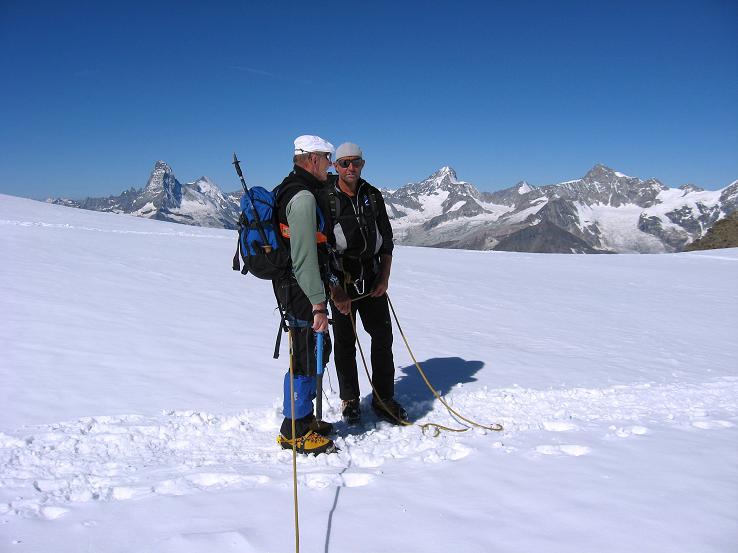 Foto: Andreas Koller / Wander Tour / Alphubel - Überschreitung (4206 m) / Im Alphubeljoch / 09.08.2007 15:44:23