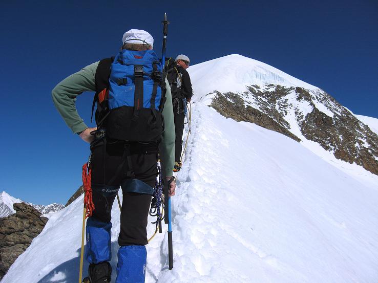 Foto: Andreas Koller / Wander Tour / Alphubel - Überschreitung (4206 m) / Firngrat am Alphubel / 09.08.2007 15:44:10
