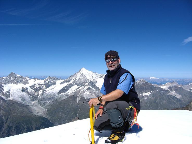 Foto: Andreas Koller / Wander Tour / Alphubel - Überschreitung (4206 m) / Am Alphubel mit Blick auf das Weißhorn (4505 m) / 09.08.2007 15:41:19