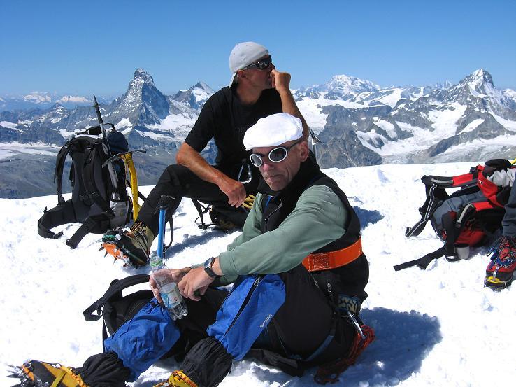 Foto: Andreas Koller / Wander Tour / Alphubel - Überschreitung (4206 m) / Gipfelrast am Alphubel / 09.08.2007 15:40:55