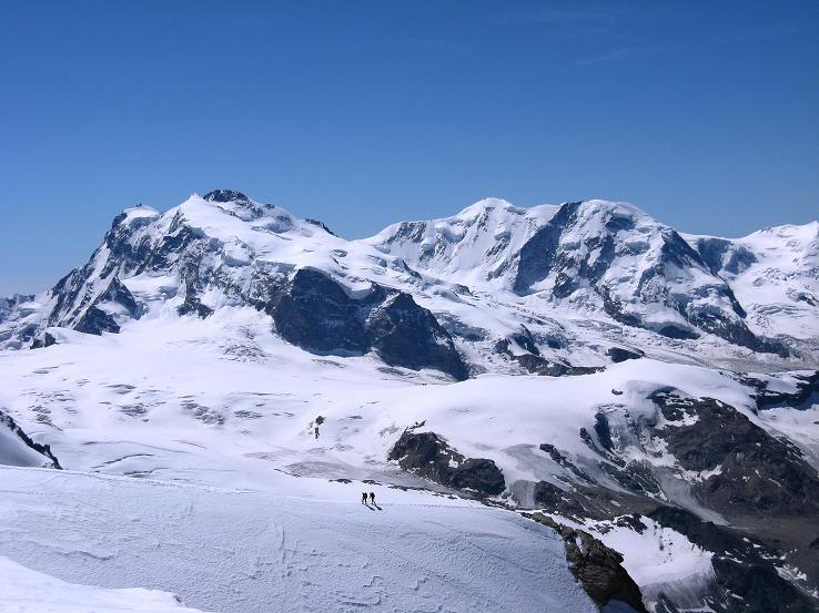 Foto: Andreas Koller / Wander Tour / Alphubel - Überschreitung (4206 m) / Dufourspitze (4634 m) und Lyskamm (4527 m) / 09.08.2007 15:39:57