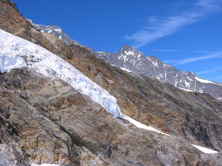 Foto: Andreas Koller / Wander Tour / Alphubel - Überschreitung (4206 m) / Hängegletscher in der Mischabelkette / 09.08.2007 15:37:23