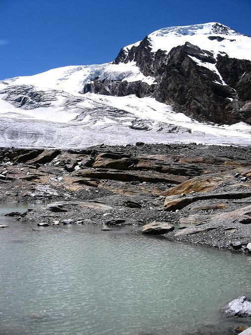 Foto: Andreas Koller / Wander Tour / Alphubel - Überschreitung (4206 m) / Alphubel und Gletschersee / 09.08.2007 15:36:13