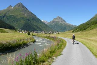 Foto: Tirol Werbung / Mountainbike Tour / Bike Trail Tirol Etappe Ischgl – St. Anton / 14.08.2007 08:36:04