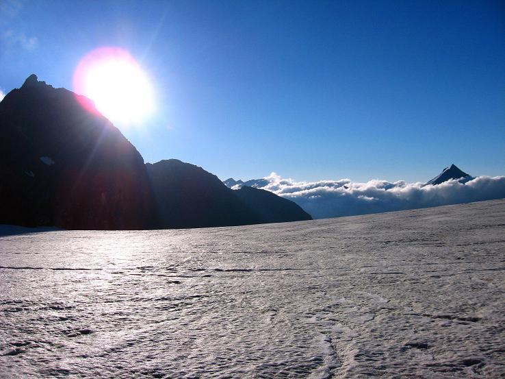 Foto: Andreas Koller / Wander Tour / Im Banne der Walliser Eisriesen auf das Fluchthorn (3791 m) / Blick über den Hohlaubgletscher nach SO / 10.08.2007 21:42:13