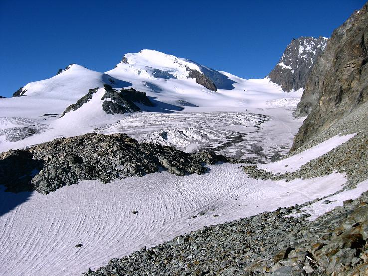 Foto: Andreas Koller / Wander Tour / Im Banne der Walliser Eisriesen auf das Fluchthorn (3791 m) / Fluchthorn und Strahlhorn (4190 m) / 10.08.2007 21:41:40