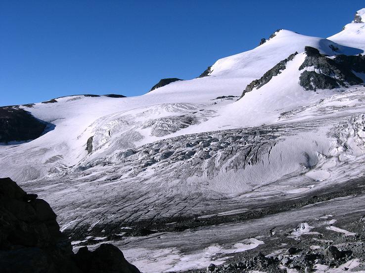 Foto: Andreas Koller / Wander Tour / Im Banne der Walliser Eisriesen auf das Fluchthorn (3791 m) / Das Fluchthorn über dem Allalingletscher / 10.08.2007 21:41:12