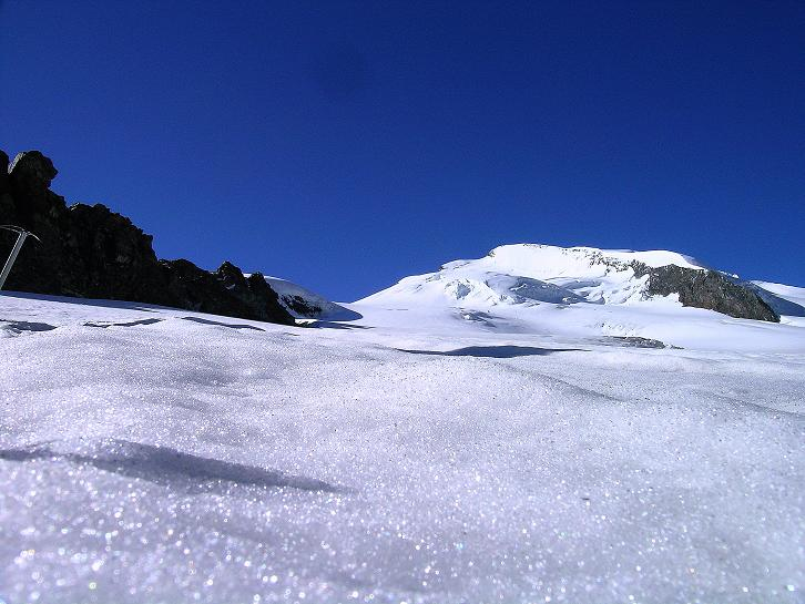 Foto: Andreas Koller / Wander Tour / Im Banne der Walliser Eisriesen auf das Fluchthorn (3791 m) / Am Allalingletscher gegen Strahlhorn (4190 m) / 10.08.2007 21:39:19