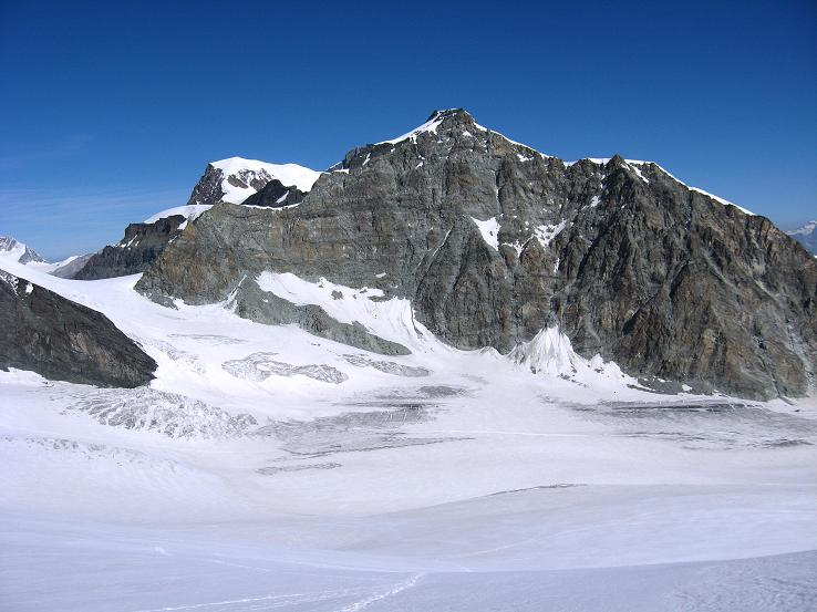 Foto: Andreas Koller / Wander Tour / Im Banne der Walliser Eisriesen auf das Fluchthorn (3791 m) / Allalinhorn (4027 m) und Alphubel (4206 m) vom Allalingletscher / 10.08.2007 21:38:58