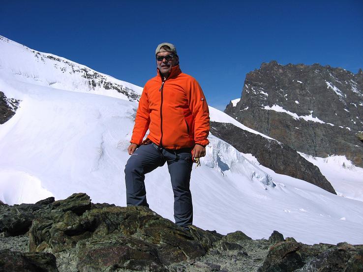 Foto: Andreas Koller / Wander Tour / Im Banne der Walliser Eisriesen auf das Fluchthorn (3791 m) / Am Fluchthorn mit Rimpfischhorn (4199 m) / 10.08.2007 21:34:37