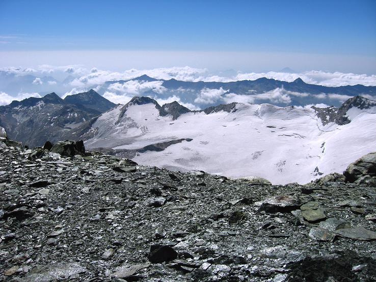 Foto: Andreas Koller / Wander Tour / Im Banne der Walliser Eisriesen auf das Fluchthorn (3791 m) / Blick nach S zum Monte Moro Pass und Schwarzberggletscher  / 10.08.2007 21:32:05