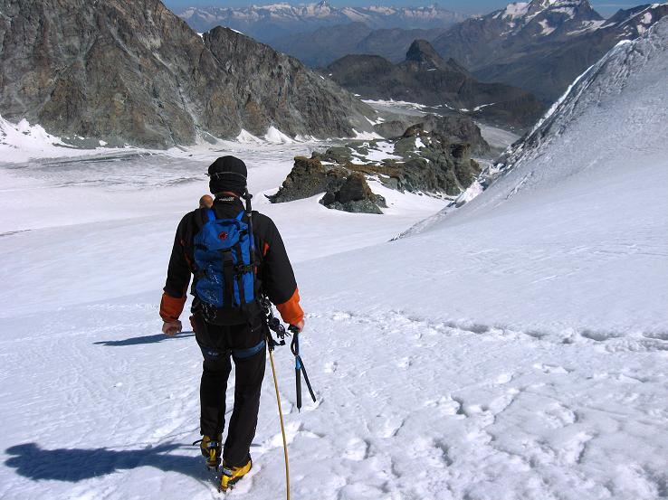 Foto: Andreas Koller / Wander Tour / Im Banne der Walliser Eisriesen auf das Fluchthorn (3791 m) / Abstieg vom Fluchtpass / 10.08.2007 21:29:55