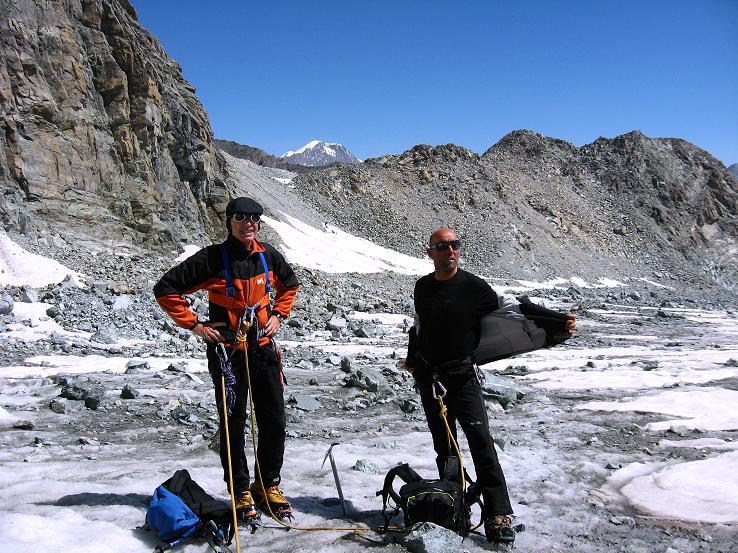 Foto: Andreas Koller / Wander Tour / Im Banne der Walliser Eisriesen auf das Fluchthorn (3791 m) / Am Allalingletscher (im Hintergrund das Weissmies, 4023 m) / 10.08.2007 21:29:39