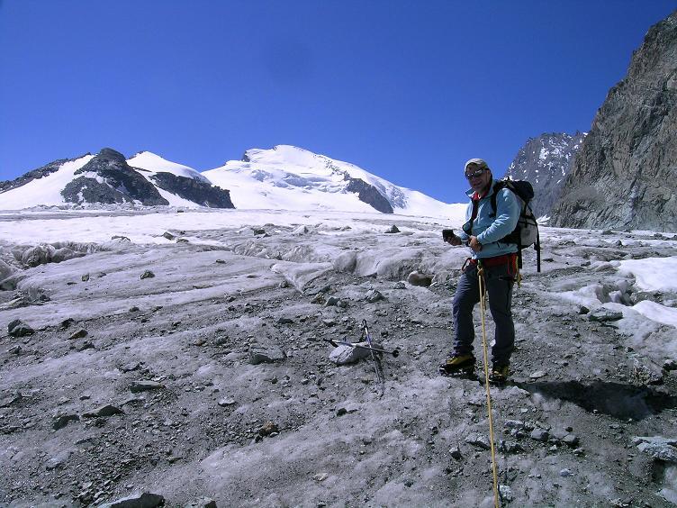 Foto: Andreas Koller / Wander Tour / Im Banne der Walliser Eisriesen auf das Fluchthorn (3791 m) / Fluchthorn und Strahlhorn (4190 m) über dem Allalingletscher / 10.08.2007 21:29:02