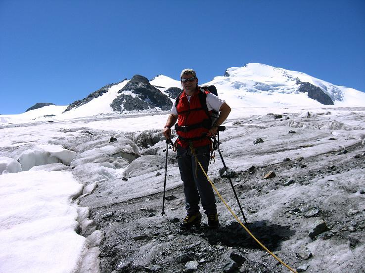 Foto: Andreas Koller / Wander Tour / Im Banne der Walliser Eisriesen auf das Fluchthorn (3791 m) / Am Allalingletscher mit Fluchthorn und Strahlhorn (4190 m) / 10.08.2007 21:27:48