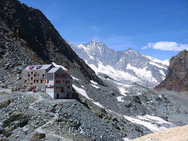 Foto: Andreas Koller / Wander Tour / Im Banne der Walliser Eisriesen auf das Fluchthorn (3791 m) / Die Britanniahütte gegen Täschhorn (4491 m) und Dom (4545 m) / 10.08.2007 21:26:15