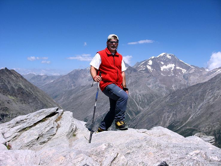 Foto: Andreas Koller / Wander Tour / Im Banne der Walliser Eisriesen auf das Fluchthorn (3791 m) / Am Kleinallalin-Gipfel mit Weissmiesgruppe im Hintergrund / 10.08.2007 21:25:45