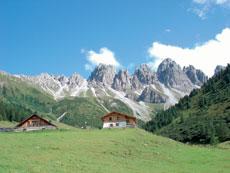 Foto: Tirol Werbung / Wander Tour / Adlerweg Etappe 61 - Auf den Spuren von Hermann Buhl / Hirtenhaus, Kemater Alm / 13.08.2007 15:16:31