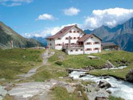 Foto: Tirol Werbung / Wander Tour / Adlerweg Etappe 63 - Durch Mulden und übers Joch / Regensburger Hütte / 13.08.2007 15:18:19