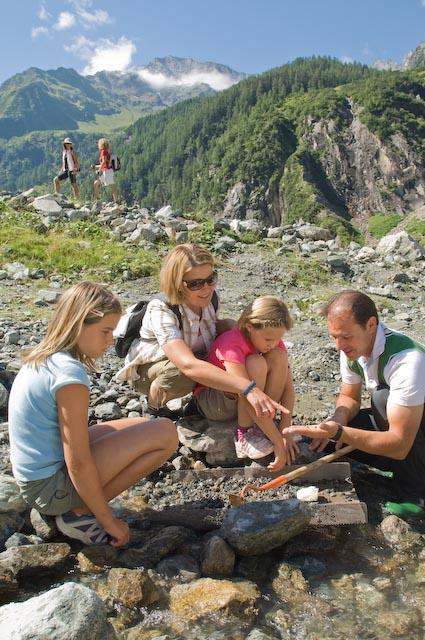 Foto: Tourismusbüro / Wander Tour / Mineralien-Tour / Smaragdsuche im Habachtal  / 13.08.2007 12:02:14